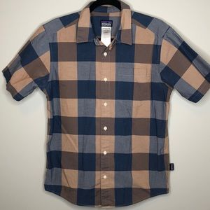 PATAGONIA men's plaid buttoned short sleeve shirt